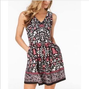 NWT Vince Camuto Floral Double-V Cocktail Dress